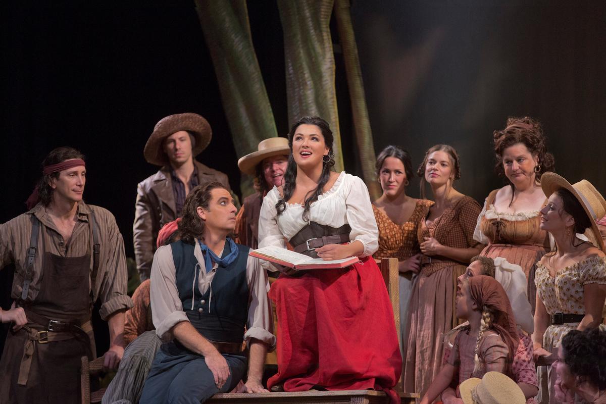 """Matthew Polenzani as Nemorino and Anna Netrebko as Adina in Donizetti's """"L'Elisir d'Amore."""" Taken at the Metropolitan Opera i"""