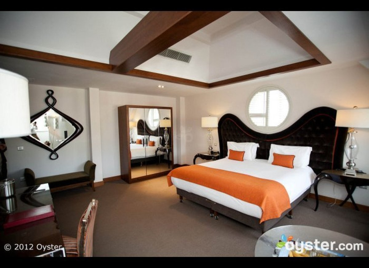 "<a href=""http://www.oyster.com/dublin/hotels/dylan-hotel/"" target=""_hplink""><strong>The Dylan Hotel</strong></a> is a stylish"