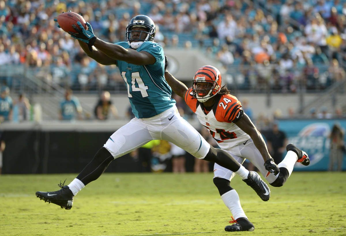 Jacksonville Jaguars wide receiver Justin Blackmon (14) catches a pass for a first down in front of Cincinnati Bengals corner