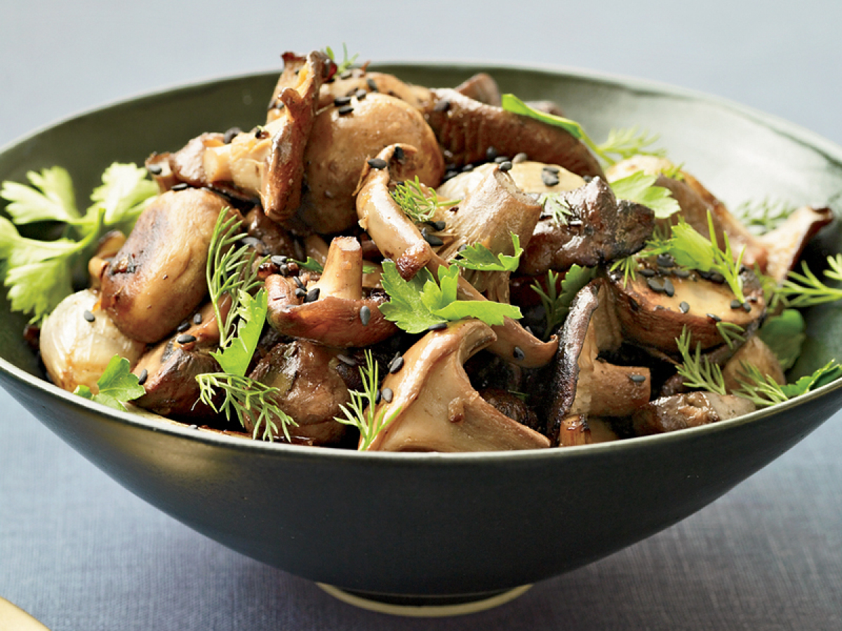 "<strong>Get the <a href=""http://www.huffingtonpost.com/2011/10/27/roasted-mushrooms-and-sha_n_1058649.html"" target=""_hplink"">"