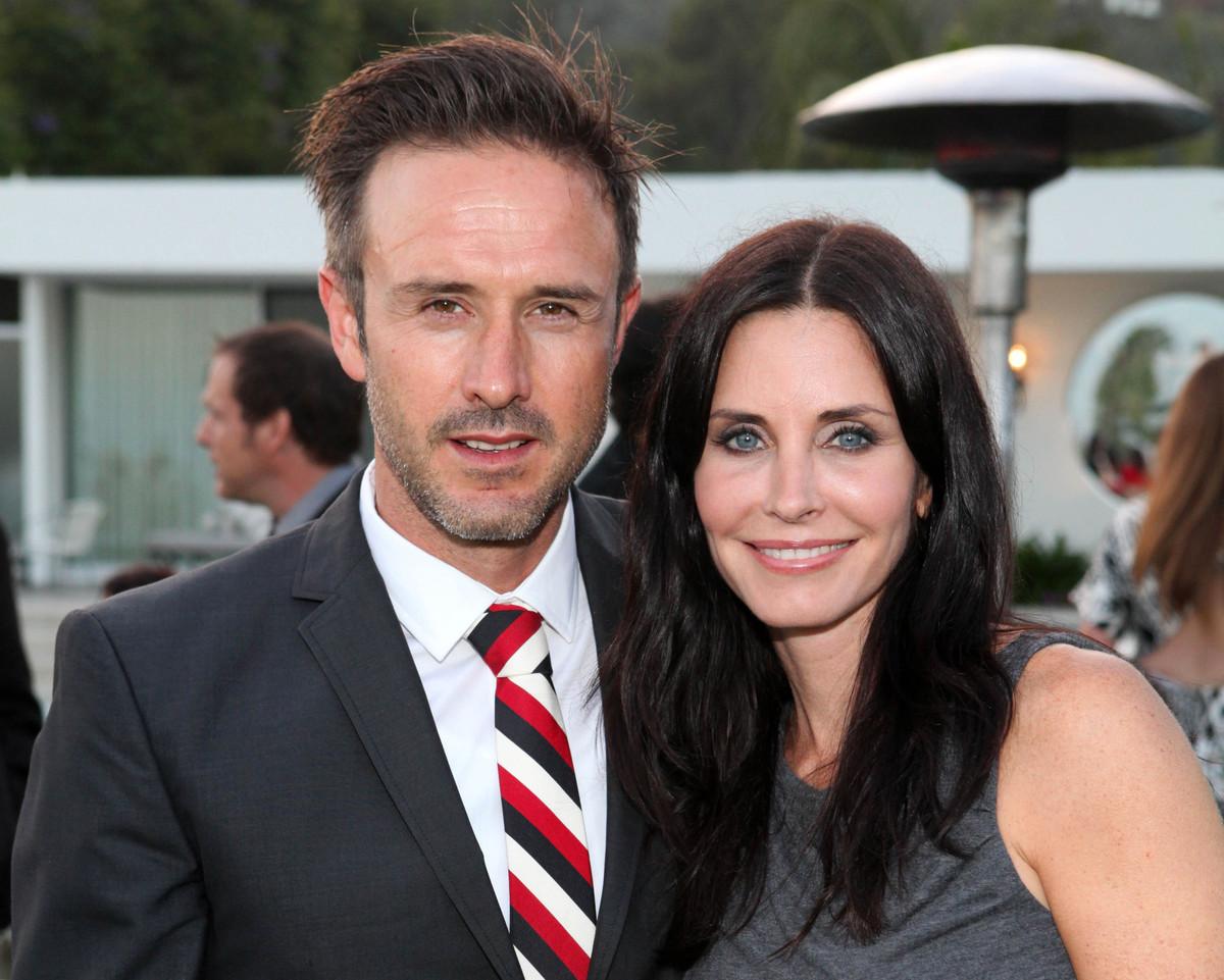 "Courteney Cox and David Arquette <a href=""http://articles.latimes.com/2012/jun/12/entertainment/la-et-mg-david-arquette-divor"