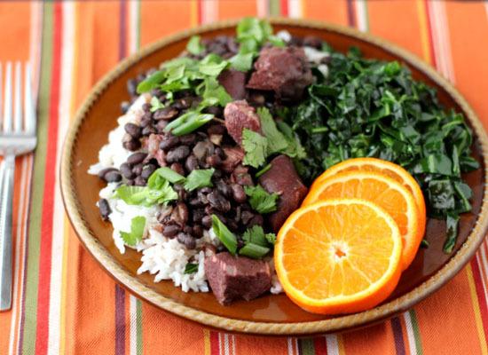 "<strong>Get the <a href=""http://www.pepperlynn.com/2012/03/slow-cooker-feijoada-brazilian-style-black-bean-stew/"">Feijoada re"