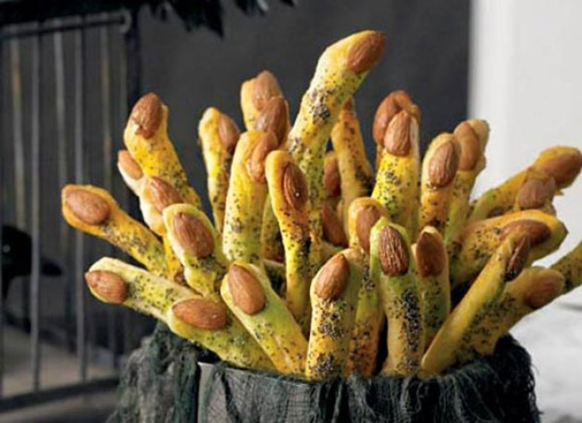Snack on these monster fingers, which are made from store-bought bread dough. Decorate with poppy seeds, food coloring spray,