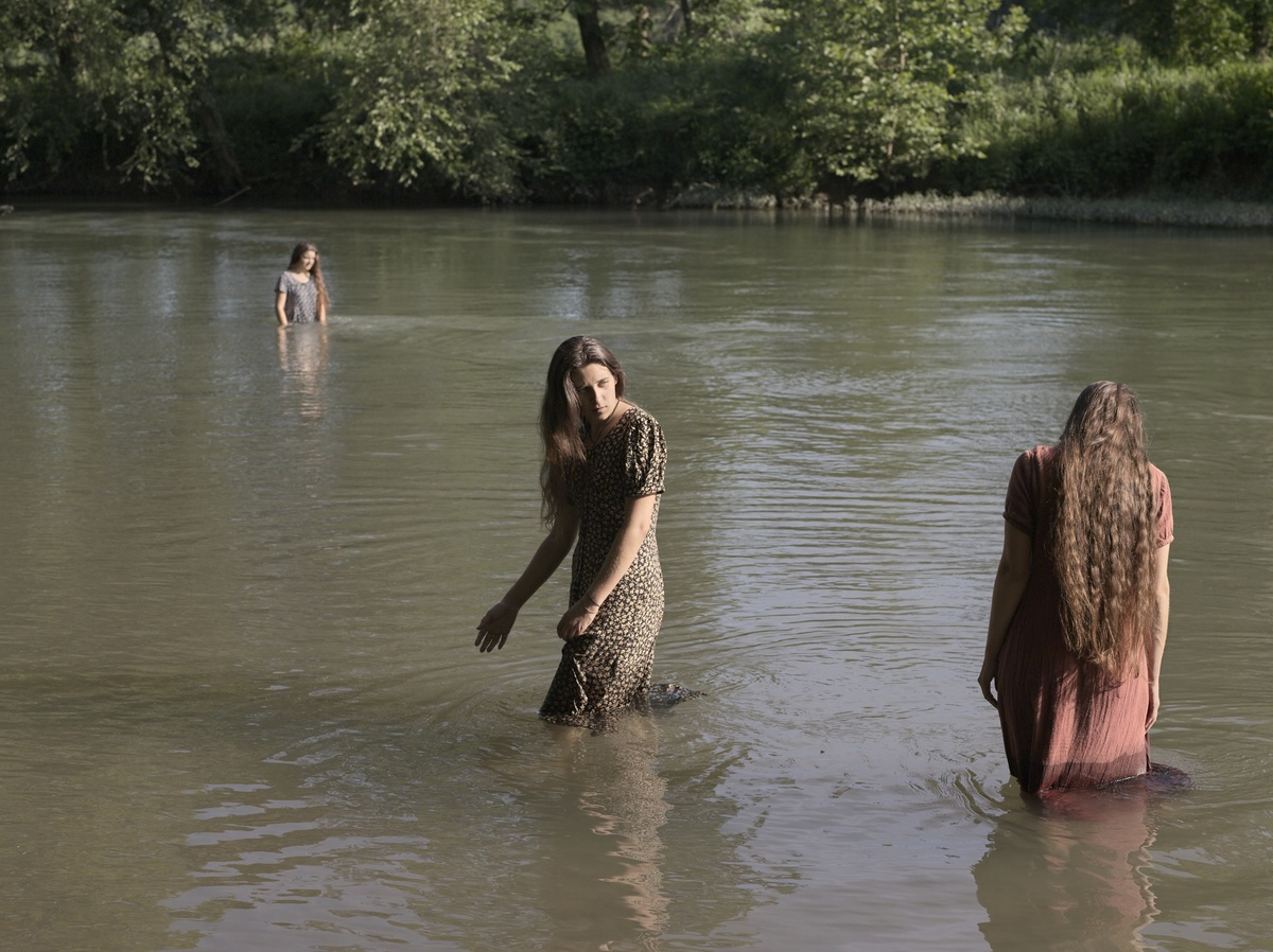 Jasmine, Hannah and Cecilia Swimming, Tennessee Courtesy of Michael Hoppen Contemporary