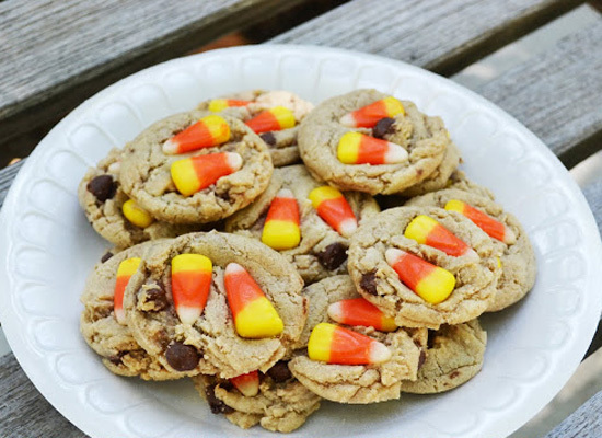 "<strong>Get the <a href=""http://polkadotsonparade.blogspot.com/2012/10/c-is-for-candy-corn-chocolate-chip.html"">Candy Corn Ch"