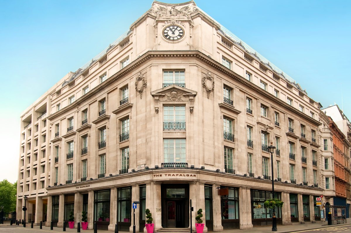 "<a href=""http://www.trivago.co.uk/london-38715/hotel/the-trafalgar-hilton-47175"">The Trafalgar Hilton Hotel</a> is an elegant"