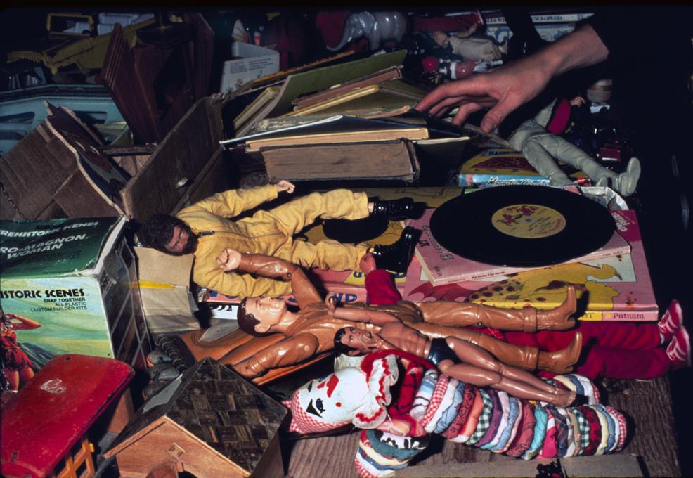 <em>Travelling Garage Sale</em>. La Mamelle Gallery, San Francisco, USA, 1977.