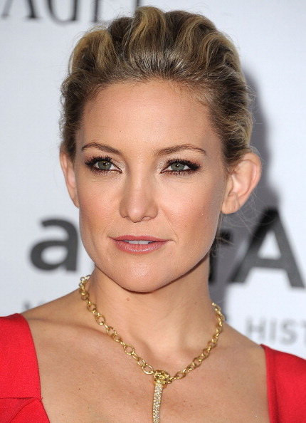 "Besides wowing us with her<a href=""http://www.huffingtonpost.com/2012/10/12/kate-hudson-cleavage-flaunts-breasts-plunging-dre"