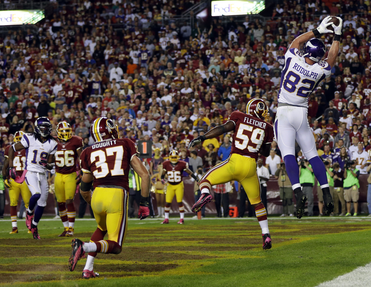 Minnesota Vikings tight end Kyle Rudolph (82) catches a pass for the two-point conversion, over Washington Redskins linebacke