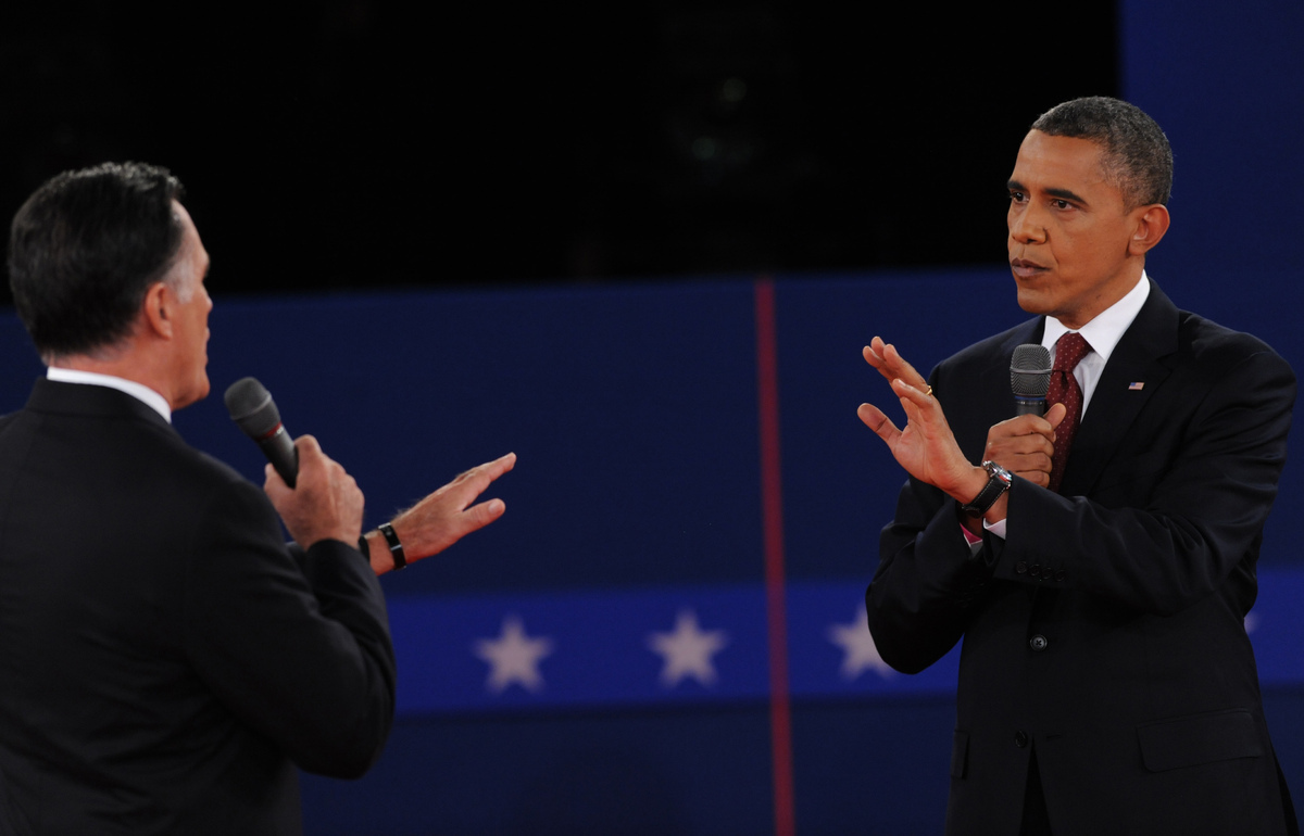 US President Barack Obama  (R) and Republican presidential candidate Mitt Romney (L) participate in  the second presidential