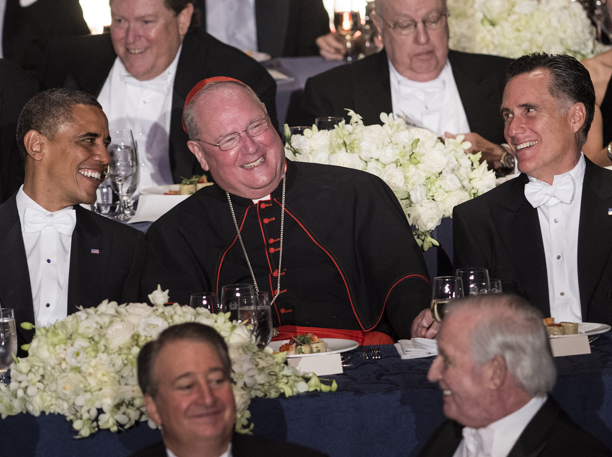 US President Barack Obama (L), Cardinal Timothy Dolan (C), Archbishop of New York, and Republican presidential candidate Mitt