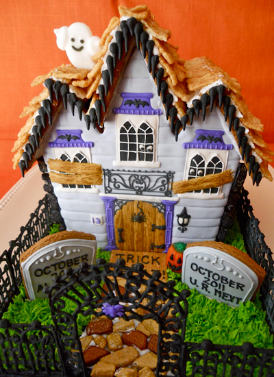 Haunted Gingerbread Houses: Eerie Halloween Creations (PHOTOS ... on haunted house moon, simple spooky house, inflatable haunted house, the scariest most haunted house, haunted irish houses, haunted houses in alabama, haunted houses in texas, haunted turkey house, the scarehouse haunted house, haunted gingerbread tree, fun spot orlando haunted house, ghostly manor haunted house, haunted house blank template, haunted winter house, animated haunted house, haunted victorian houses, raymond hill mortuary haunted house, cartoon haunted house, haunted cookie house, haunted family house,