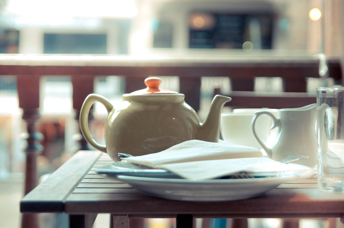 """A few cups of any tea have been linked with a <a href=""""http://www.nature.com/ejcn/journal/v61/n1/full/1602489a.html"""">lower ri"""
