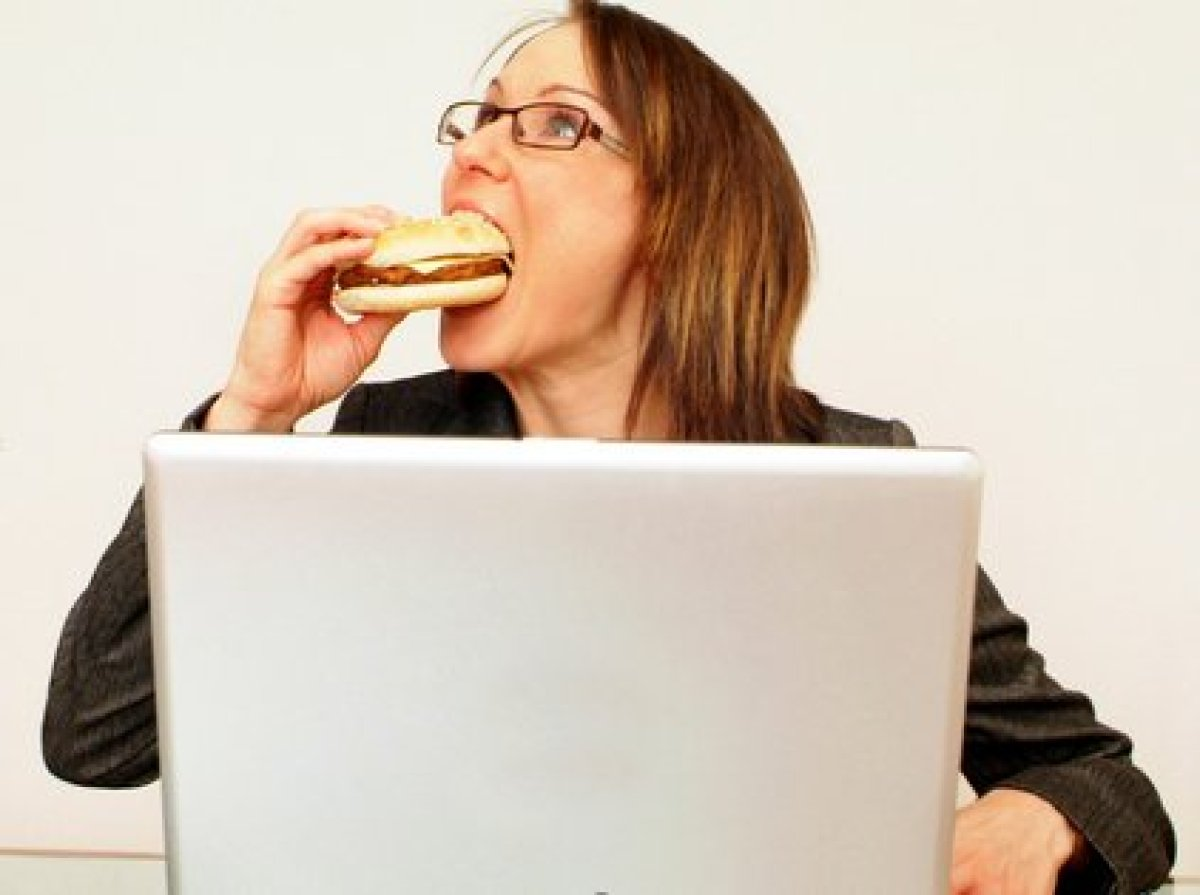 Studies show that people who eat in front of their computers consume more calories, feel less full and are hungry again soone