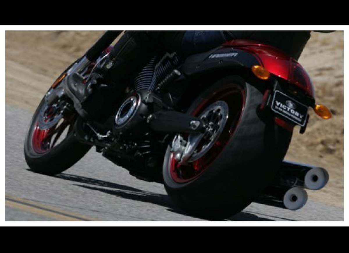 The wider back tire makes for great cornering on the VIctory Hammer S. Photo: Victory USA.