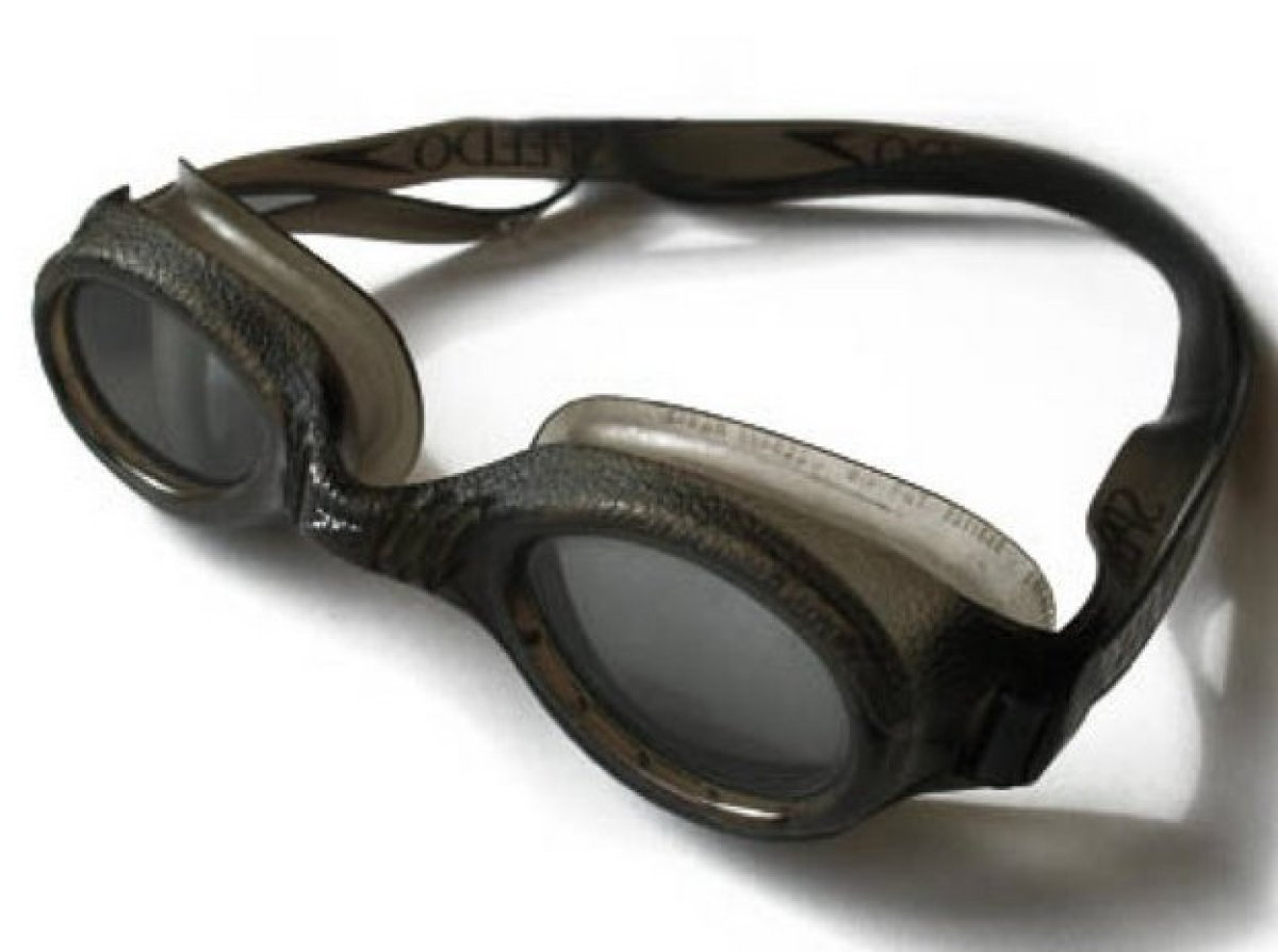 <strong>Cause: </strong>Suction, which helps keep out water, can also cause goggle frames to sink deep into the delicate tiss
