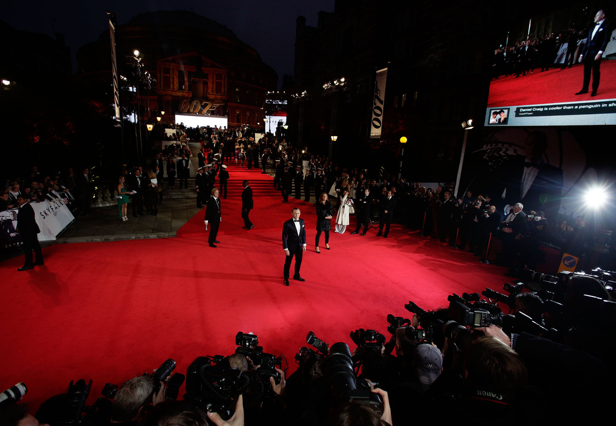 Daniel Craig arriving for the Royal World Premeire of Skyfall at the Royal Albert Hall, London. PRESS ASSOCIATION Photo. Pict