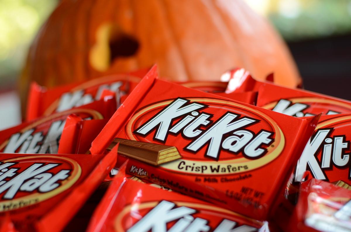 "The crispy treat has <a href=""http://www.thehersheycompany.com/brands/kit-kat-wafer-bars/milk-chocolate.aspx"">15 ingredients<"