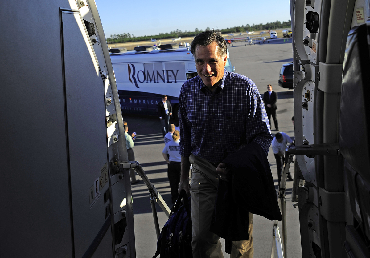 Republican presidential candidate Mitt Romney boards his campaign plane in Panama City, Florida on January 28, 2012. (EMMANUE