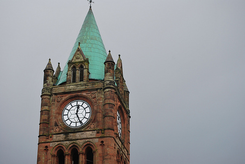 Derry's Guildhall is the political center of the city and the home to Derry Feis, which celebrates Irish culture. The square