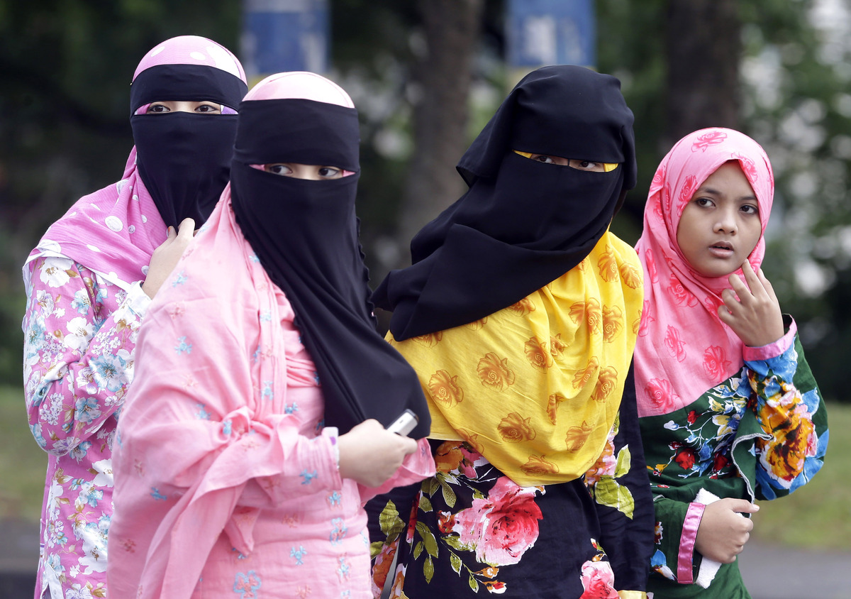 Filipino Muslims walk back to their homes after attending a prayer at the Blue Mosque in Taguig city, east of Manila, Philipp