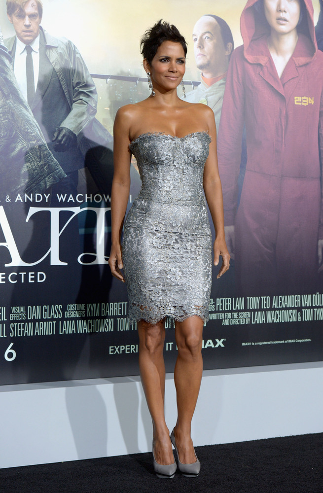 HOLLYWOOD, CA - OCTOBER 24:  Actress Halle Berry arrives at Warner Bros. Pictures' 'Cloud Atlas' premiere at Grauman's Chines