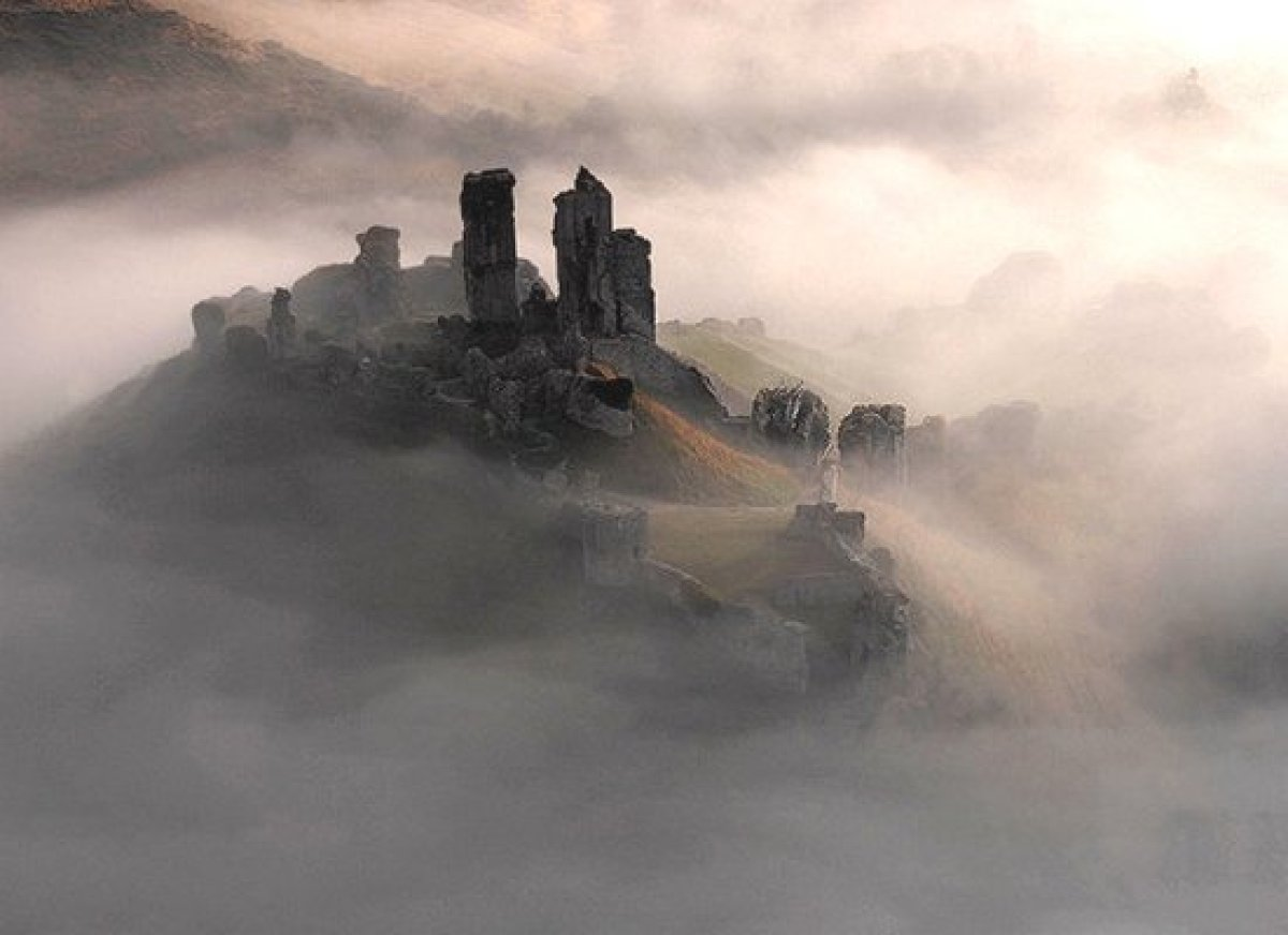 """Now here's a place built for terror. The skeletal remains of a once-mighty bastion, <a href=""""http://www.historvius.com/corfe-"""