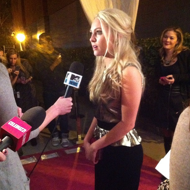 AnnaSophia Robb, a.k.a. young Carrie Bradshaw, walks the pink carpet of her premiere