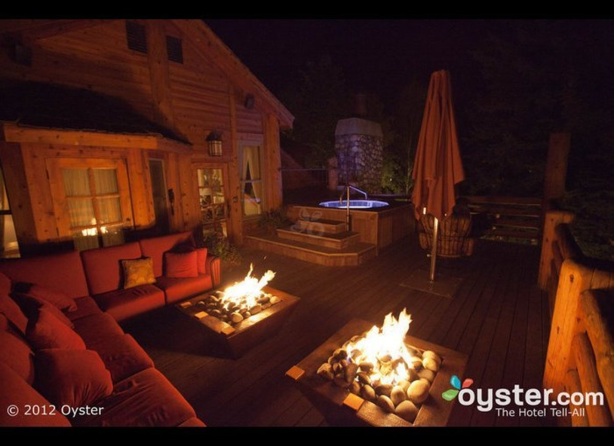 """<strong>The Hotel: <a href=""""http://www.oyster.com/jackson-hole/hotels/rusty-parrot-lodge-and-spa/"""" target=""""_hplink"""">Rusty Par"""