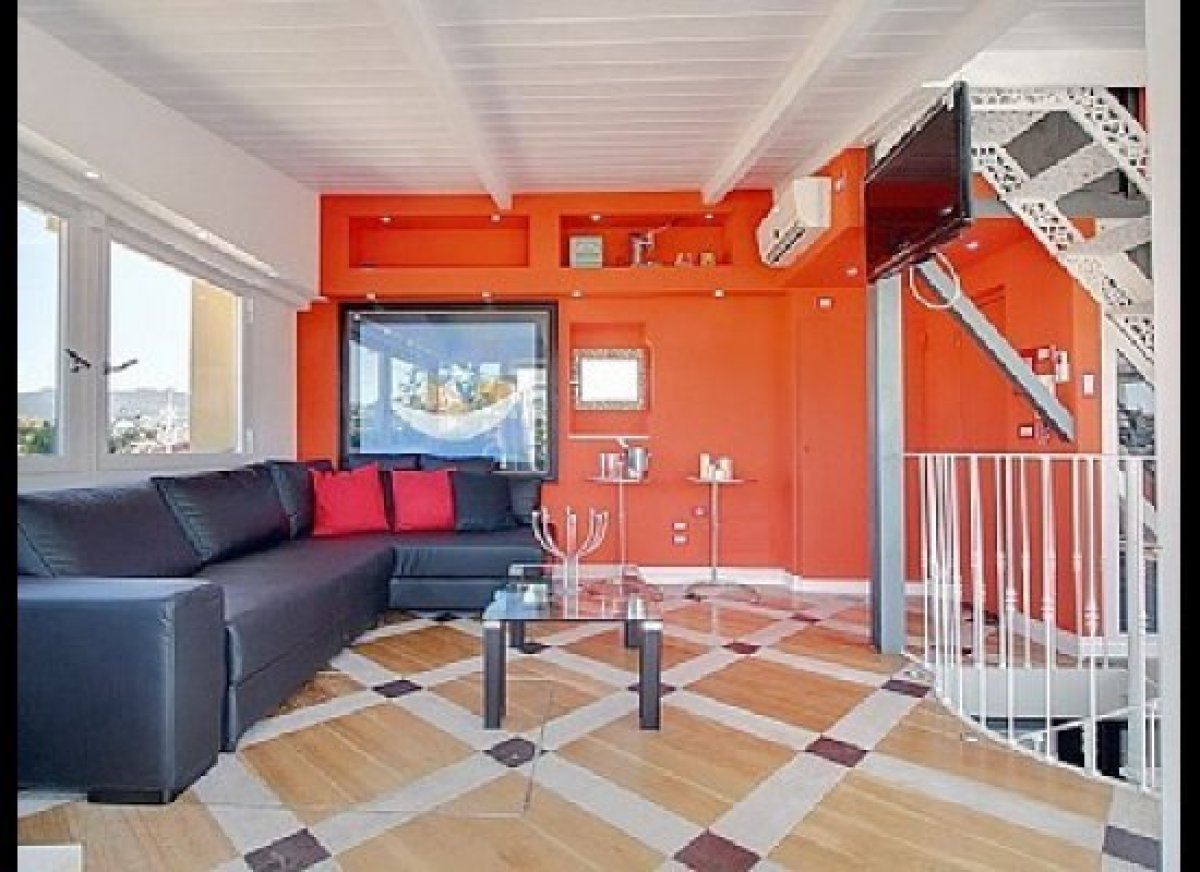 Colorfully contemporary, sleekly simple – any reasonable time traveler from the future would give two thumbs up to this 3-bed