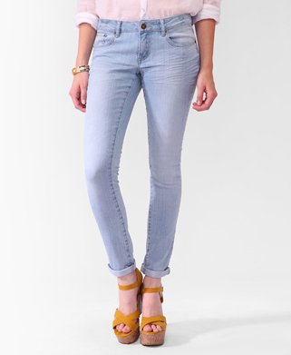 "<a href=""http://www.forever21.com/product/product.aspx?br=F21&category=btms_jeans&productid=2074200278&variantid="">Forever21."