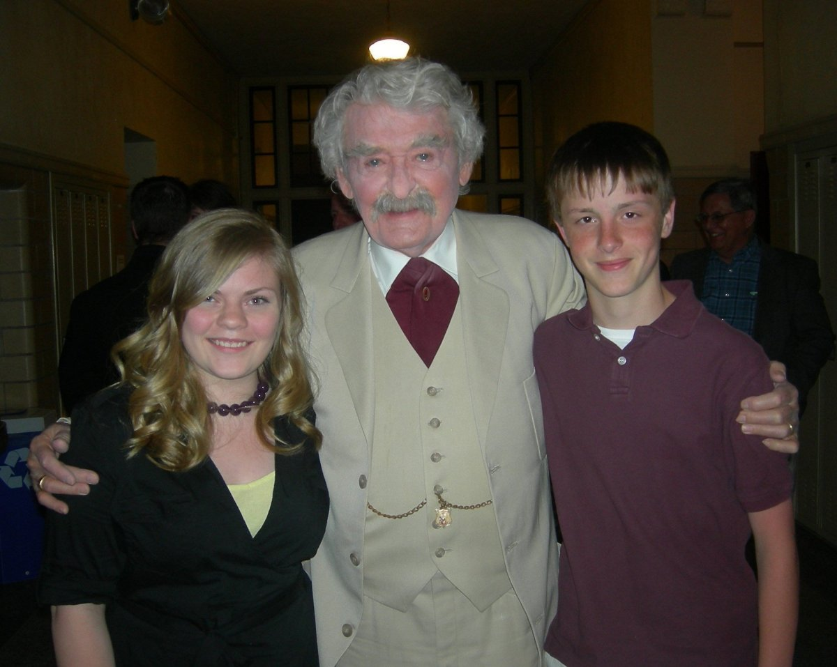"""Hal Holbrook as Mark Twain greets Hannibal's official """"Becky Thatcher"""" and """"Tom Sawyer"""" for 2010, Paige Cummins and Alex Addi"""