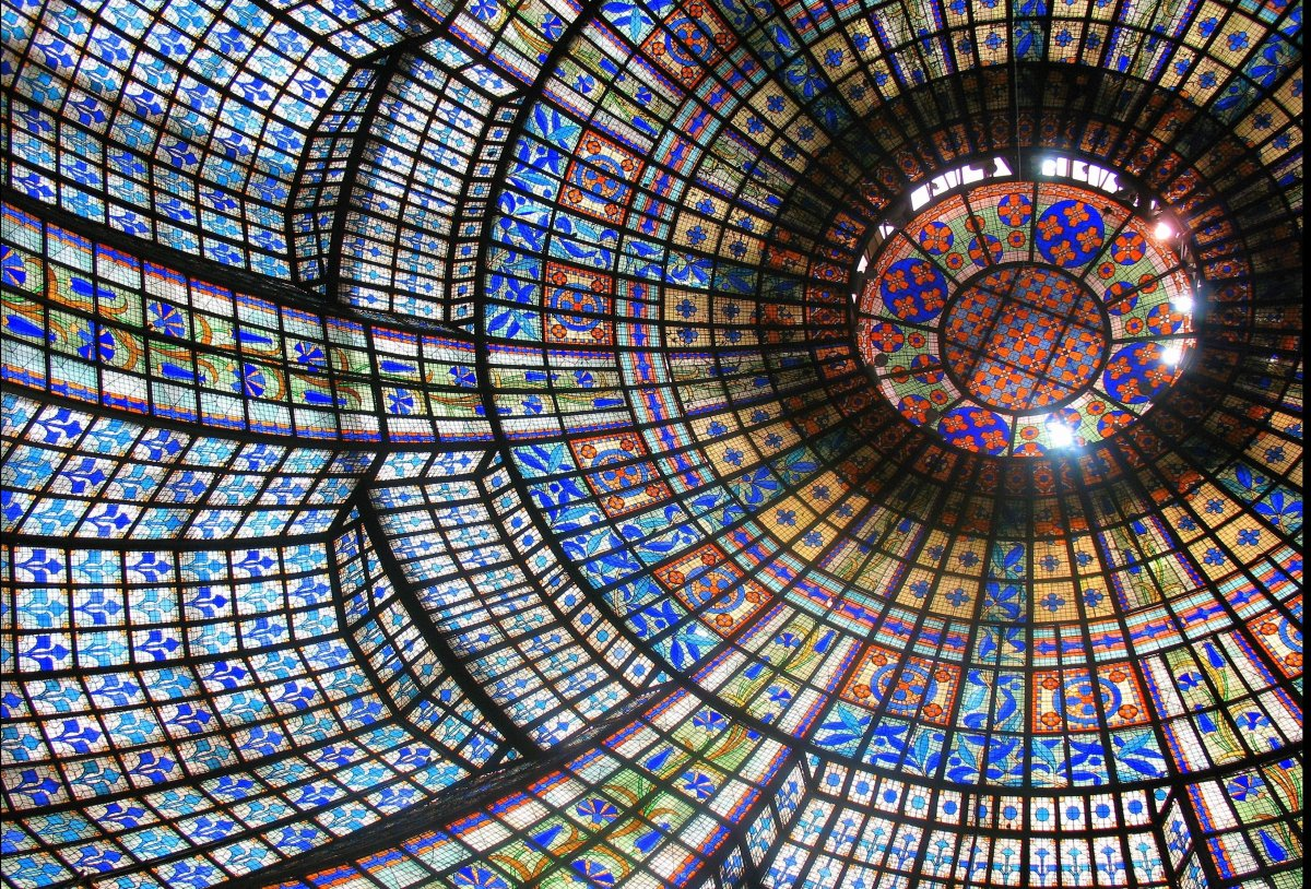 While the stained glass ceiling at Galeries Lafayette usually gets all the attention, the one at Printemps is no slouch. As i