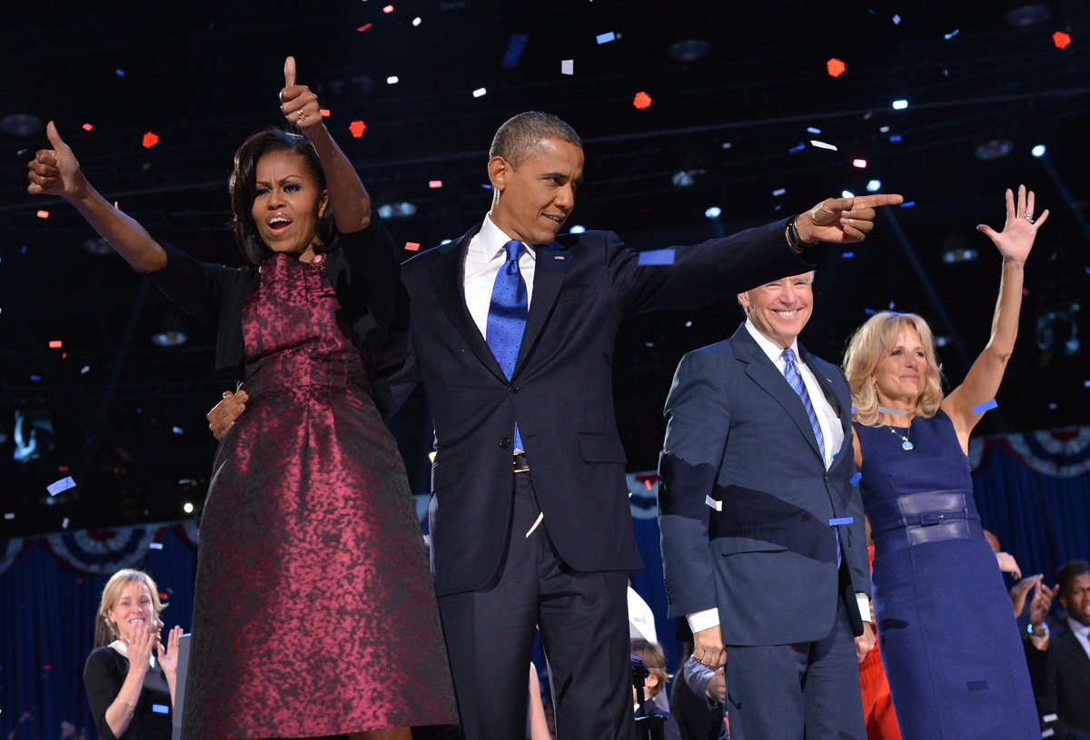 US President Barack Obama points at supporters as First Lady Michelle Obama gives the thumbs-up, flanked by Vice-President Jo