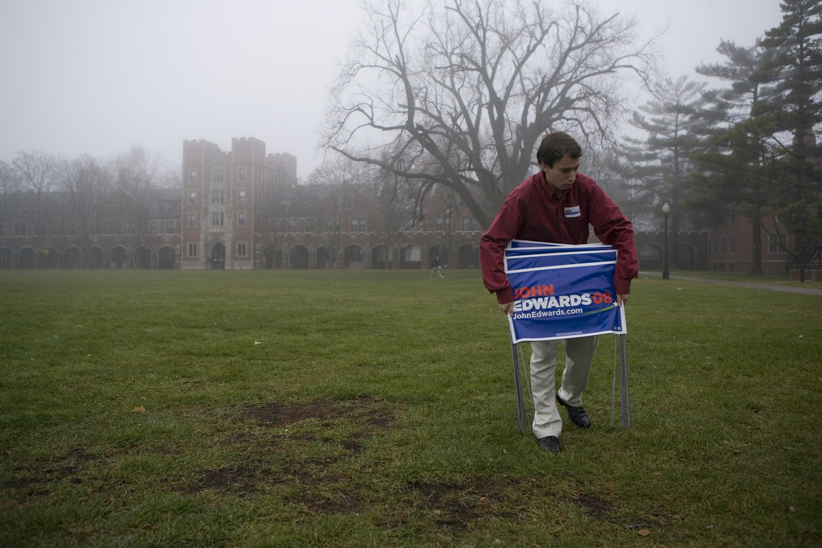 <em>IN THE PHOTO: GRINNELL, IA - NOVEMBER 20:  A campaign worker removes signs after a visit by former U.S. Senator and democ
