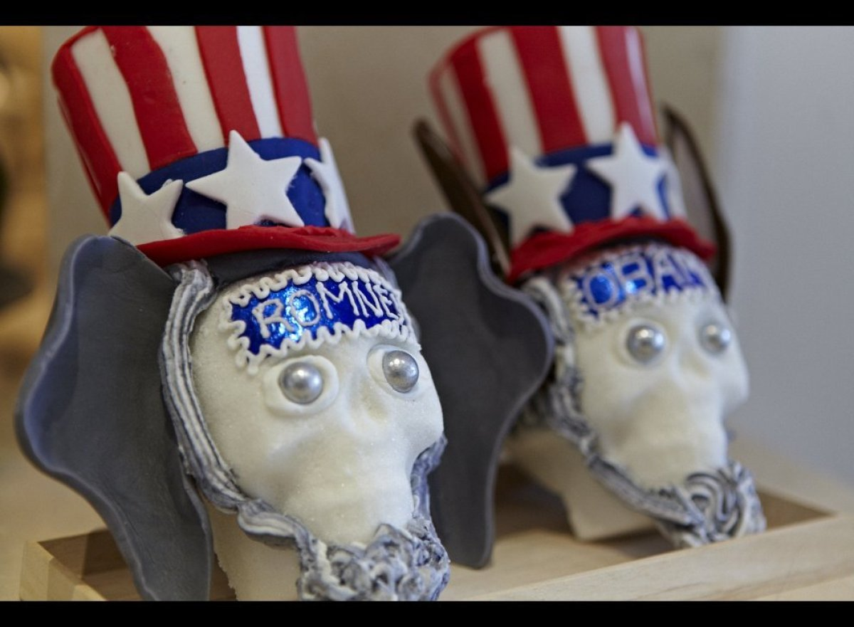 On the heals of the Mexican Day of the Dead, the artist Steve Loretta designed two edible sugar skulls inspired by Uncle Sam.