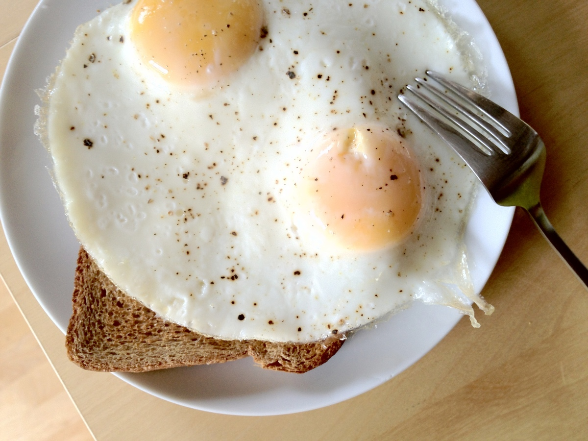 """Eat breakfast. It'll energize you for the day and keep your diet in check.""  -- <em>Mehmet Oz, M.D., via Twitter</em>"