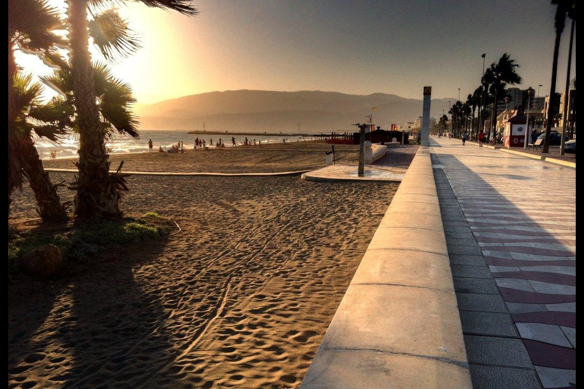 The evening on the beach front of Paseo Marítimo, Almería.