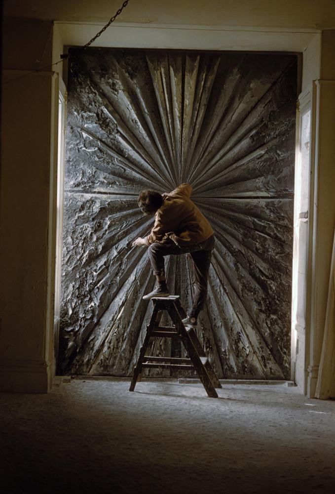 Burt Glinn, Jay DeFeo working on The Rose, 1960; © 2012 Burt Glinn/Magnum Photos