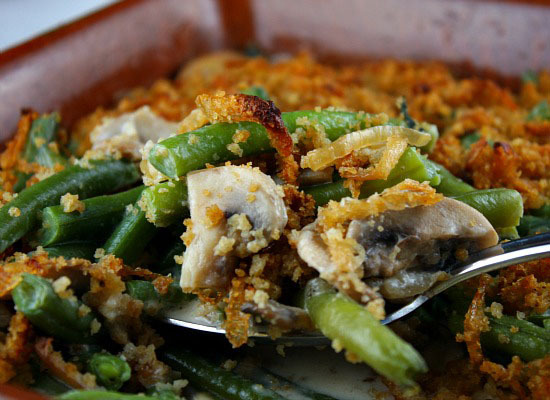 "<strong>Get the <a href=""http://www.recipegirl.com/2008/10/30/fresh-green-bean-casserole-with-caramelized-onion-breadcrumbs/"""