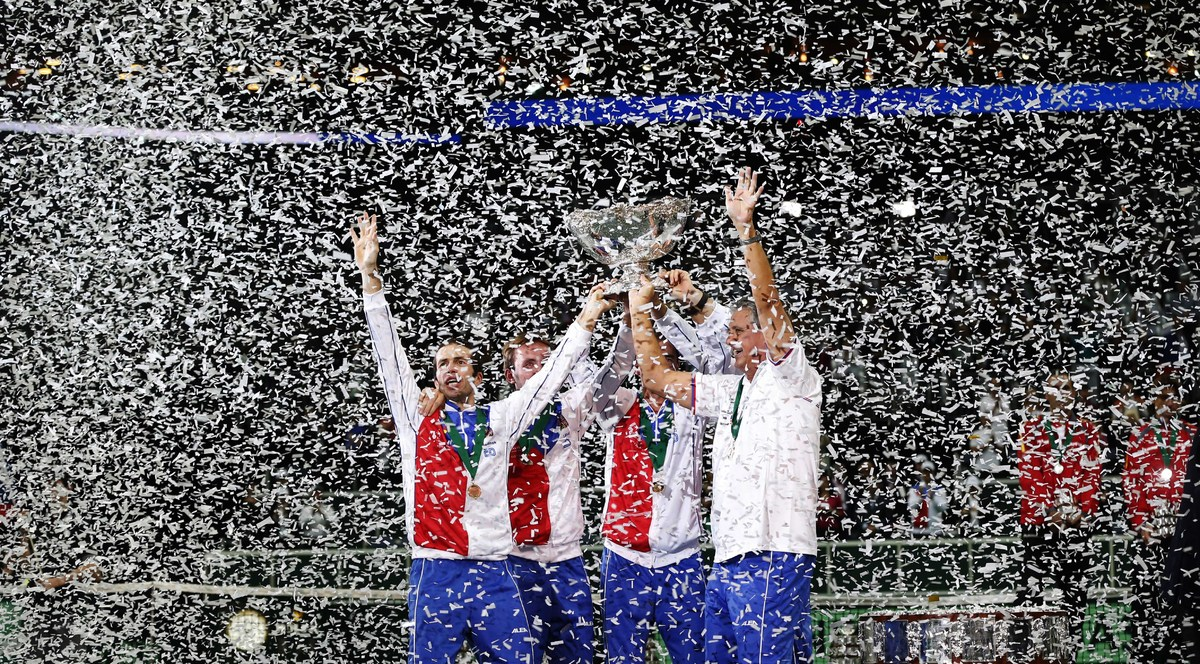 Czech Republic's Davis Cup team celebrate withthe trophy after defeating Spain in their Davis Cup finals tennis match in Prag