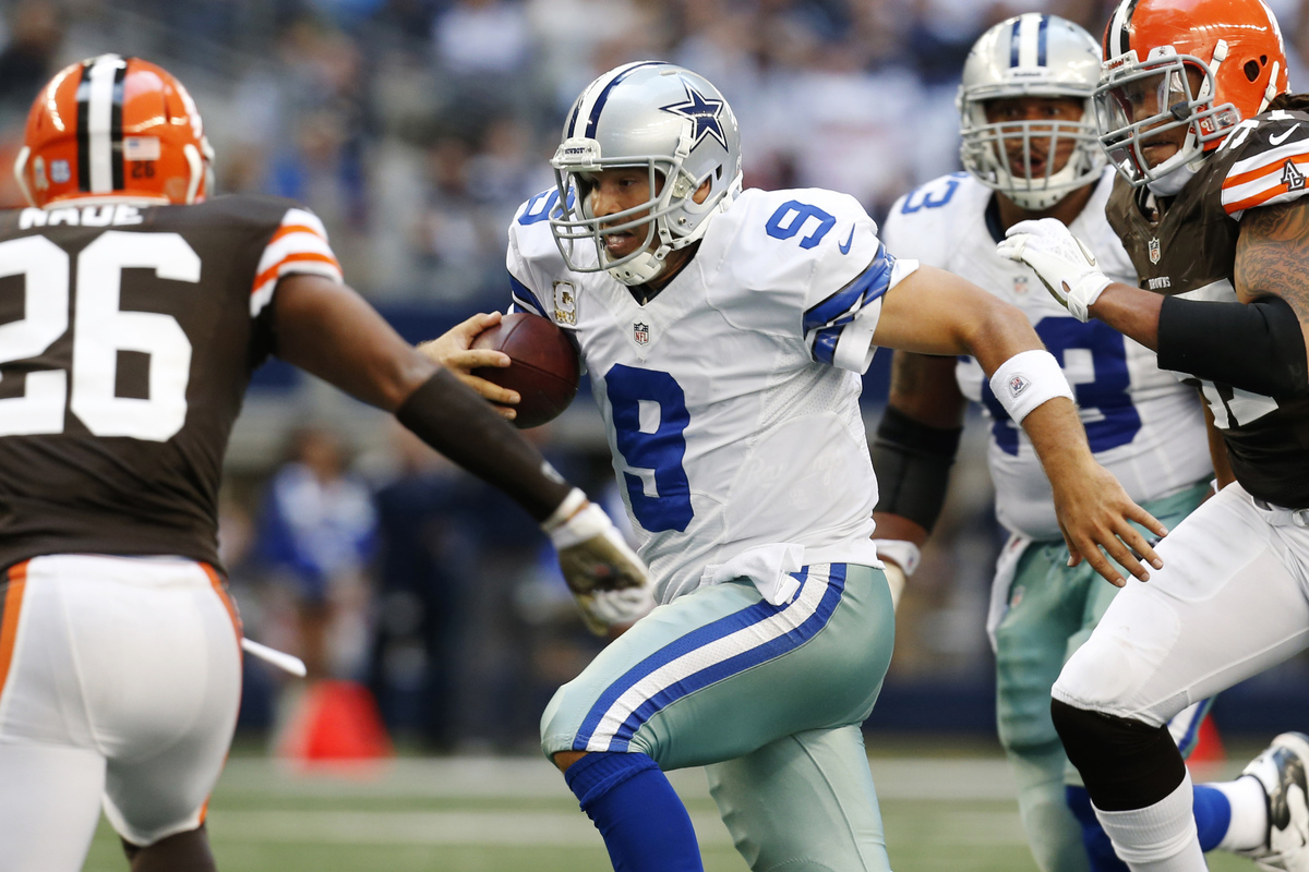 Cleveland Browns' Trevin Wade (26) and Jabaal Sheard (97) close in on Dallas Cowboys quarterback Tony Romo (9) in the second