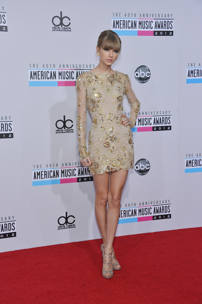 """The """"<a href=""""http://www.huffingtonpost.com/2012/10/22/taylor-swift-red-john-mayer_n_2000979.html"""">Red</a>"""" singer is on top"""