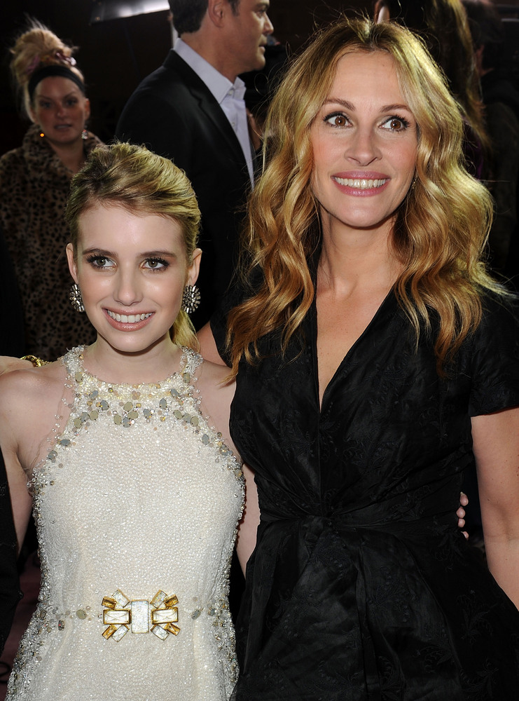 Emma Roberts is the daughter of actor Eric Roberts and niece of Julia Roberts.