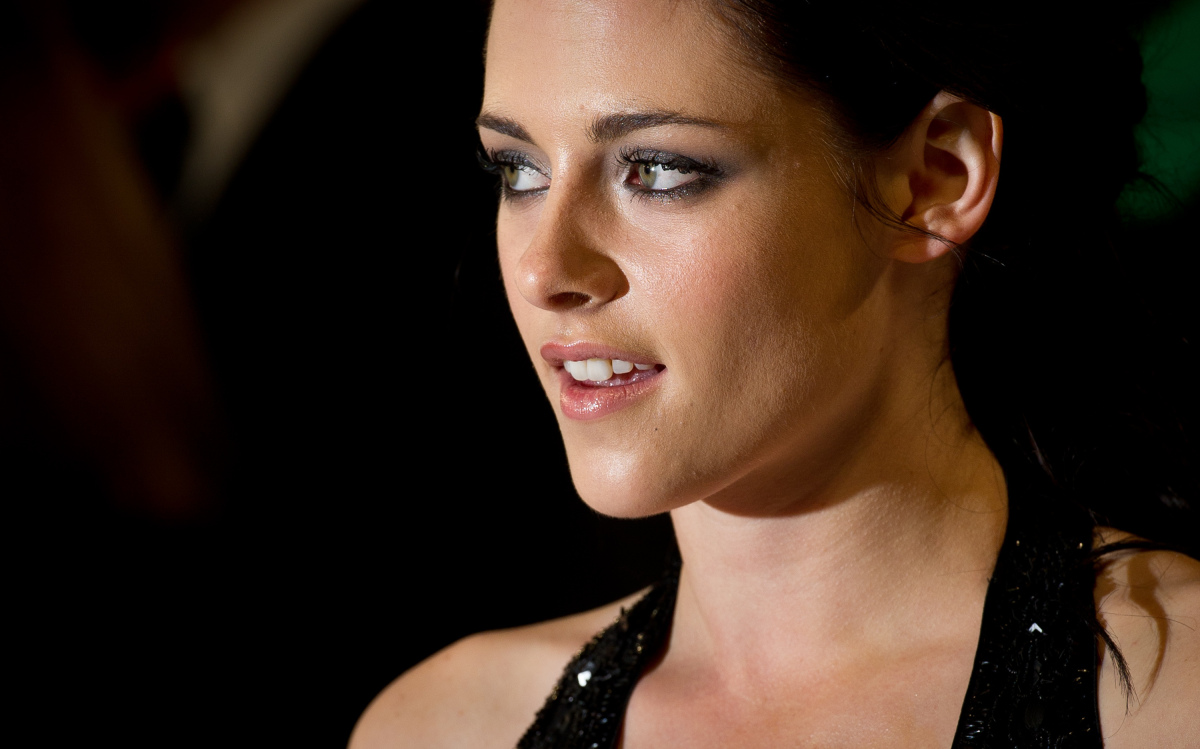 """In 2009, gossip sites went wild with headlines that suggested the """"Twilight"""" star was a lesbian. However, a closer look at St"""