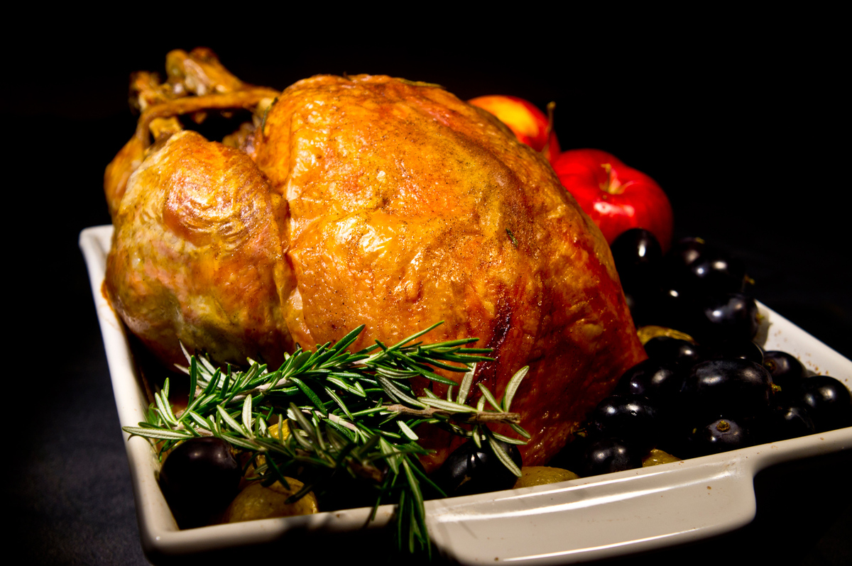<strong>Ingredients:</strong> 1 onion, peeled and thinly sliced 1 tablespoon grapeseed oil 8-10 oz. turkey, thinly sliced 3 o