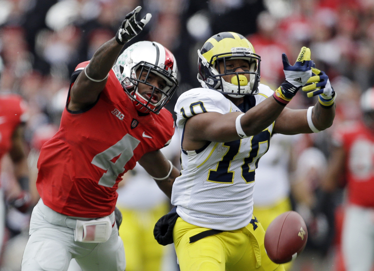 Michigan wide receiver Jeremy Gallon (10) can't hang on to a pass asnst Ohio State defensive back C.J. Barnett (4) defends in