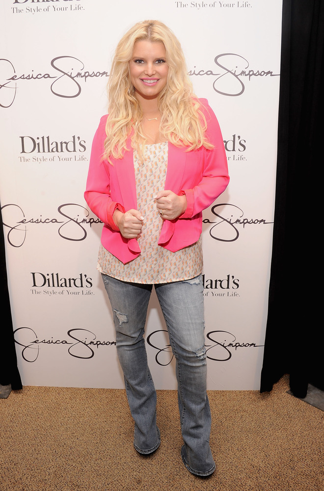 "Jessica Simpson became a Weight Watchers spokesperson after the birth of her daughter in May. She <a href=""http://www.huffing"