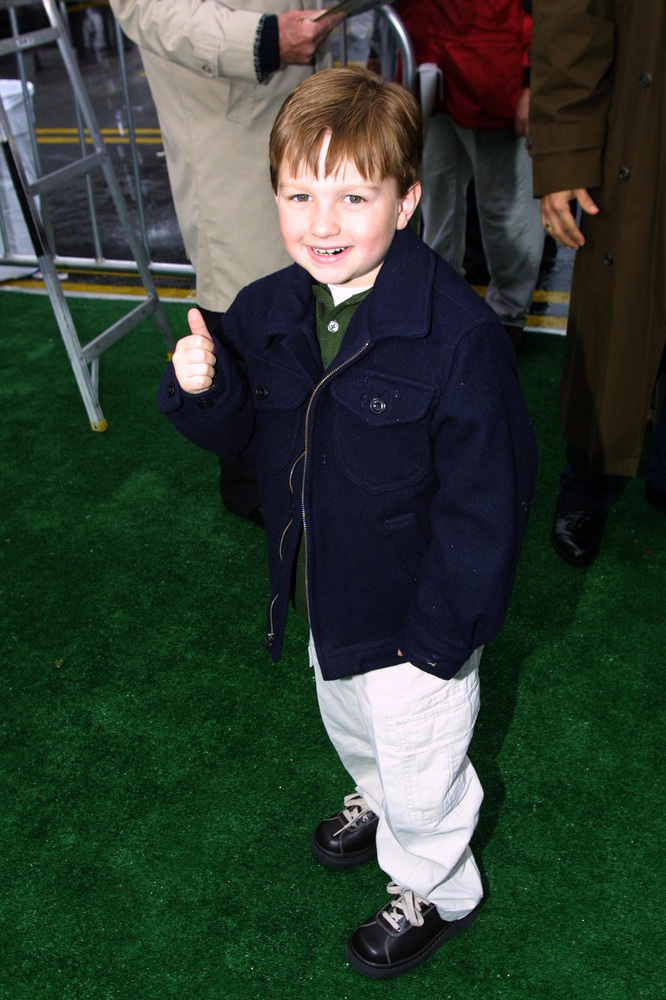385932 04: Actor Angus T. Jones arrives at the premiere of the movie 'See Spot Run' February 25, 2001 in Hollywood, CA. (Phot