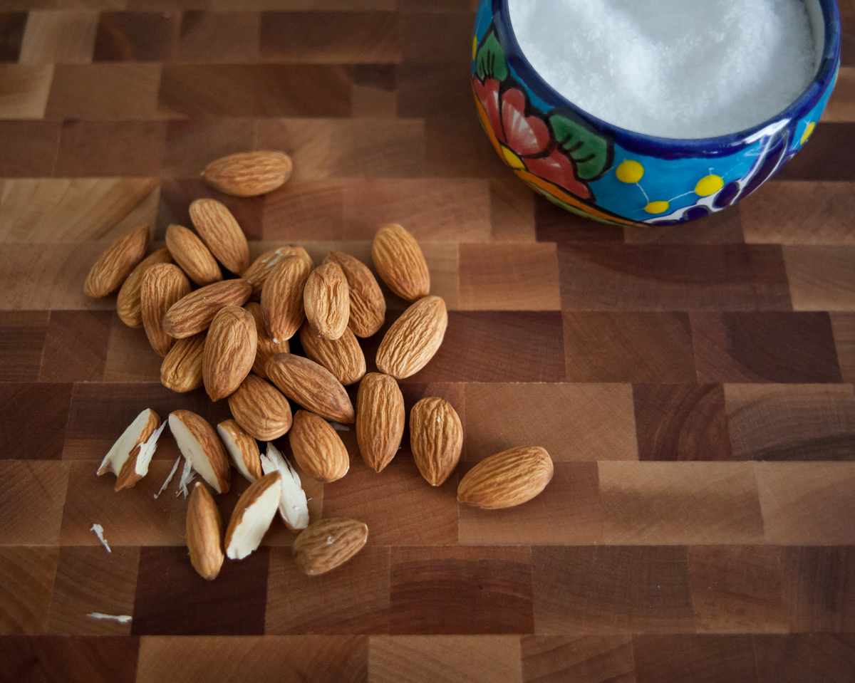 Almonds are packed with nutrients and are a filling and flavorful snack. They contain protein, vitamin E, healthy fats, along